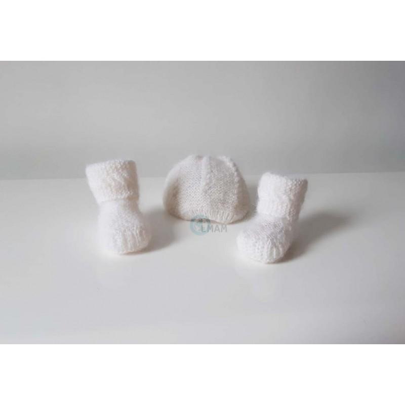 chaussons blancs tricotés à la main pour bébés