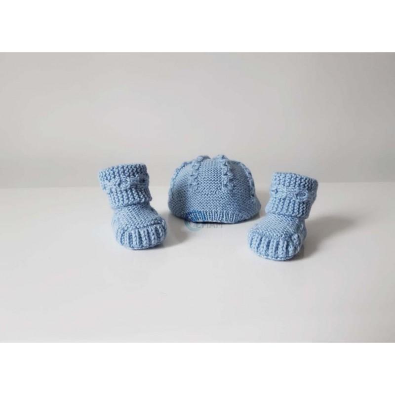 chaussons bleus tricotés à la main pour bébés