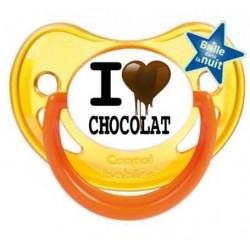 """Tétine personnalisée pour bébé au prénom de l'enfant  qui brille dans la nuit """"j'aime le chocolat""""."""