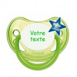 """Tétine personnalisée pour bébé au prénom de l'enfant  qui brille dans la nuit """"vert pomme""""."""