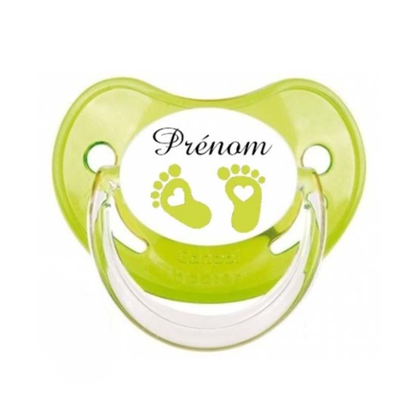 tétine personnalisée pieds de bébé vert avec le prénom de l'enfant