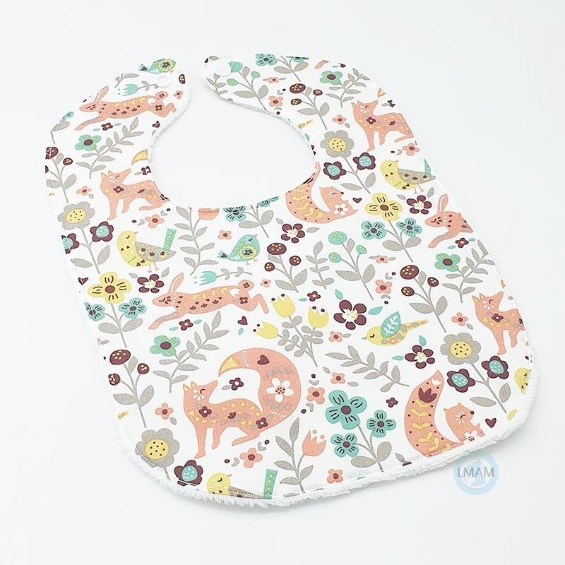 Bavoir bébé qui couvrira parfaitement les vêtements de votre bébé.
