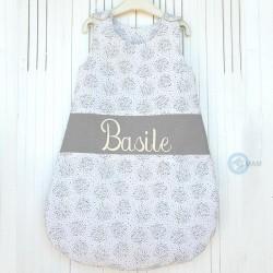 Gigoteuse BIO GOTS blanche et grise 100 % coton brodée personnalisable au prénom de l'enfant.
