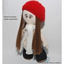 Présentation : Anna habillée de son bonnet et de son écharpe