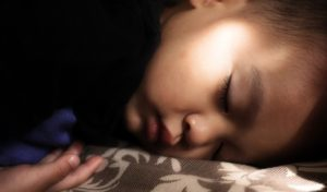 enfant en train de dormir