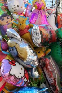 Ballons à l'hélium Disney, Winnie, Cars, Hello Kitty et Dora