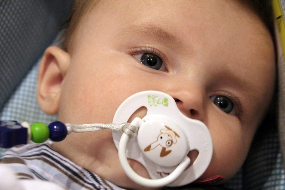 bébé tétine attache-tétine tototte sucette