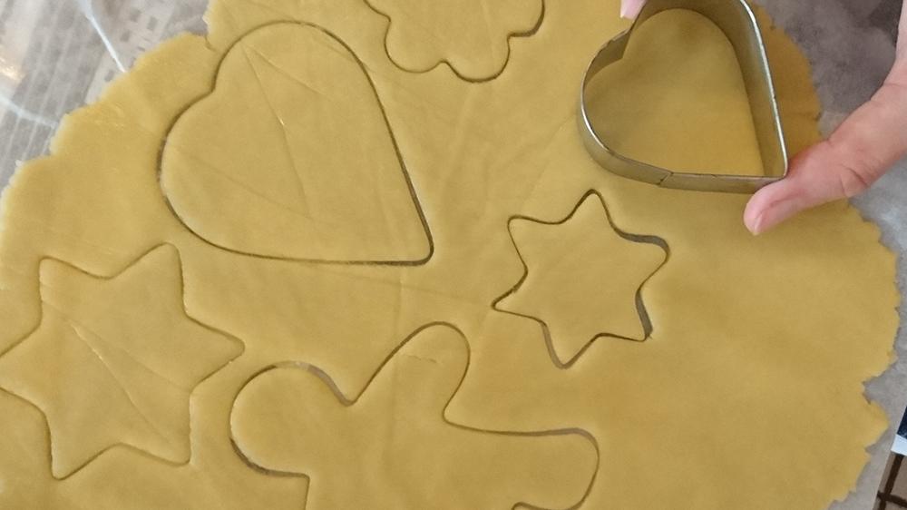 pâte à sablé et emporte-pièce